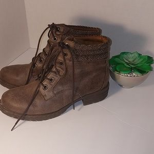 b.o.c. Volmer Women's Boots Taupe Size 8